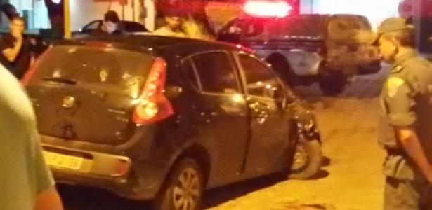 Carro em que estavam as duas garotas foi perseguido e alvejado de balas por policiais militares