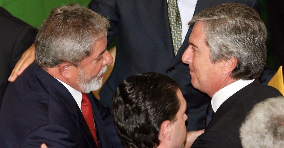 28.ago.2008 - O presidente Luiz Inácio Lula da Silva (PT) cumprimenta o senador Fernando Collor (PTB-AL) durante reunião do Conselho de Desenvolvimento Econômico e Social, no Palácio do Planalto