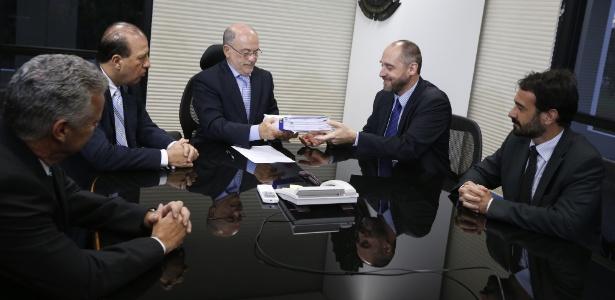 O advogado geral da União, Luís Inácio Adams, protocolou no TCU (Tribunal de Contas da União) a defesa formal da presidente Dilma Rousseff no processo que analisa as contas federais de 2014