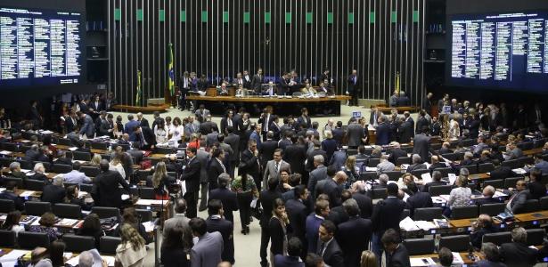 Para a derrubada do veto e envio para análise do Senado, eram necessários 257 votos dos deputados