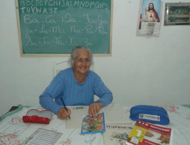 """""""Não tem coisa mais maravilhosa do que ir pra escola"""", diz dona Alezina"""