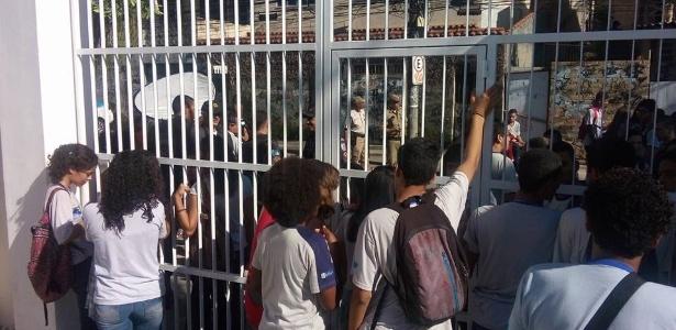 22.mar.2016 - Estudantes ocupam Colégio Estadual Prefeito Mendes de Moraes, na Ilha do Governador, no Rio de Janeiro