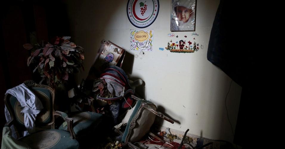 Imagem registra o que sobrou do bercário após o bombardeio do dia 13 de dezembro, realizado por forças pró-Assad na cidade de Douma, na Síria. O local é parte do hospital improvisado por médicos na área controlada por rebeldes para ajudar os civis feridos