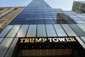 Turistas em NY aumentam visitas à Trump Tower, onde candidato é onipresente (Foto: Spencer Platt/Getty Images/AFP)