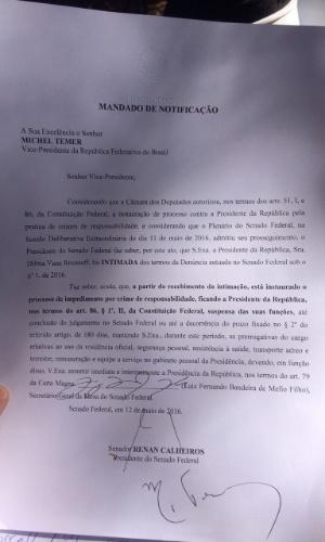 12.mai.2016 - Notificação destinada ao vice-presidente Michel Temer (PMDB) informa sobre o afastamento de Dilma Rousseff (PT) e formaliza Temer como presidente interino do país
