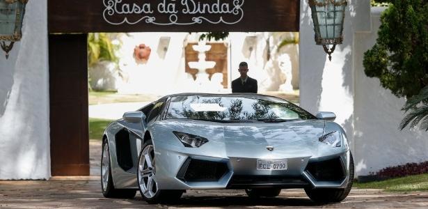 Lamborghini de Collor é avaliado hoje em mais de R$ 3,2 milhões e é mais exclusivo que o modelo de Eike Batista por causa da cor e do teto removível