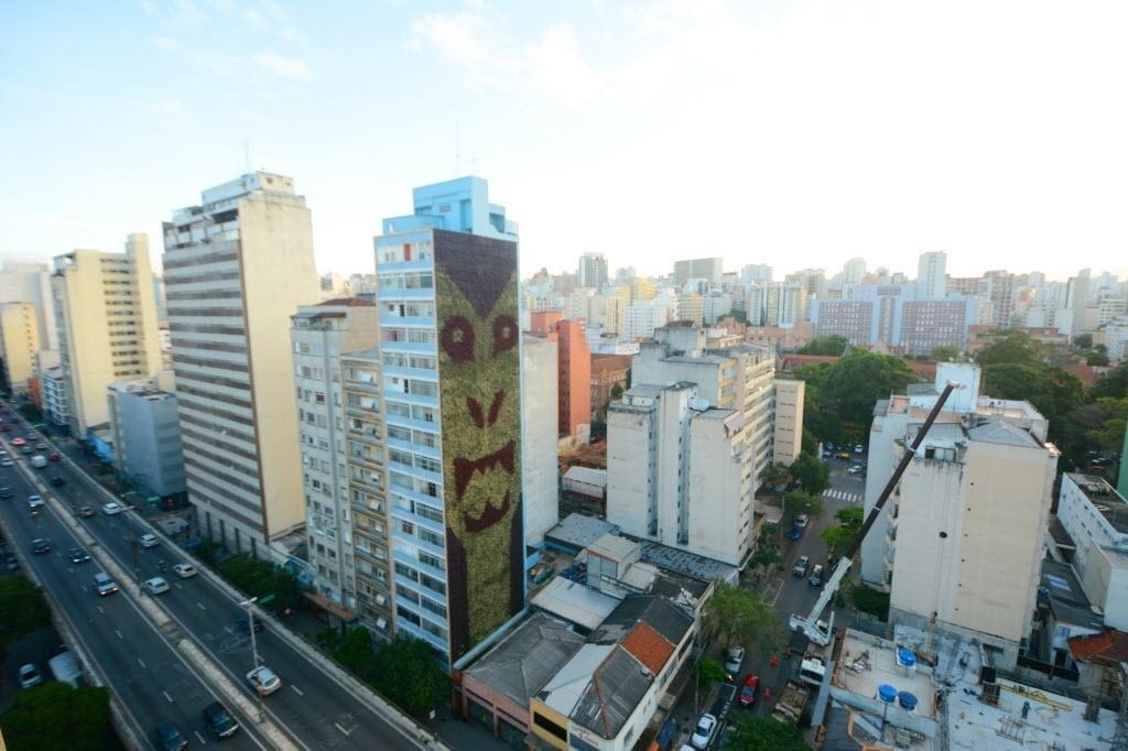 Jardim vertical no edifício Santa Filomena, ao lado do Minhocão, em São Paulo