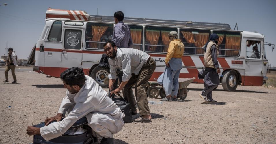 Afegãos deportados do Irã ficarão em abrigo temporário em Herat , Afeganistão