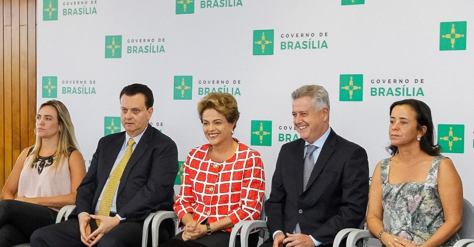 Presidenta Dilma Rousseff durante sanção da Lei de Simplificação de Atividades Econômicas do Distrito Federal e assinatura do Decreto Presidencial que beneficia pequenos empreendedores nas contratações do Governo Federal