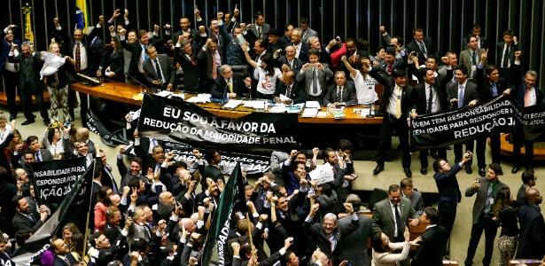 2.jul.2015 - Com uma manobra regimental, o presidente da Câmara, Eduardo Cunha, colocou em votação novo texto da PEC que reduz a maioridade penal