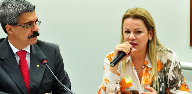 A viúva do ex-deputado José Janene (PP-PR), Stael Fernanda Janene, depõe na CPI da Petrobras