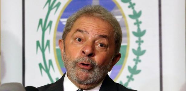 Um dia após o acolhimento do pedido de impeachment pelo presidente da Câmara, o ex-presidente Luiz Inácio Lula da Silva criticou Eduardo Cunha