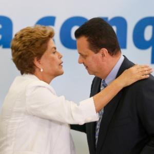 Dilma e o ministro Gilberto Kassab em evento no final de março