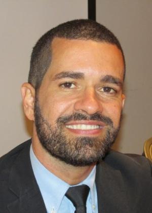Cristian Santos vendia cocada para comprar livros e passe de ônibus