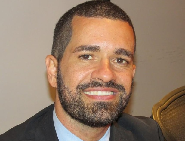 Ex-vendedor de cocadas Cristian Santos, 38, conquista cinco diplomas e vira servidor público