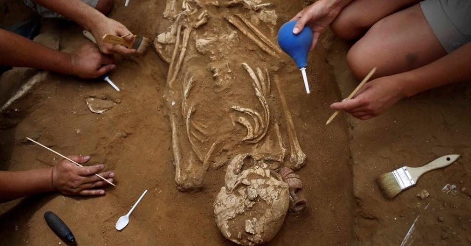 10.jul.2016 - Pesquisadores em Israel afirmam ter descoberto um cemitério filisteu - seria, segundo eles, o primeiro a ser encontrado na história. O achado, ocorrido em 2013 e tornado público neste domingo, pode trazer respostas sobre o antigo mistério em torno da origem do povo