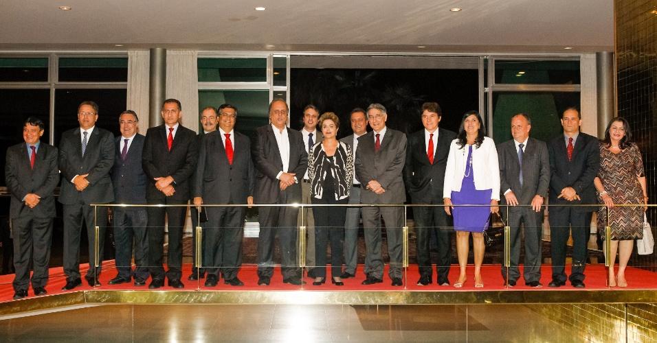 14.set.2015 - Presidente Dilma Rousseff recebeu 19 governadores no Palácio da Alvorada para jantar