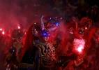 Foliões pulam Carnaval pelo mundo - David Mercado/Reuters