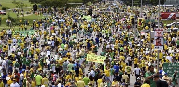 Organizadores falam em 200 mil manifestantes em Brasília; polícia, em 20 mil - Evaristo Sá/AFP