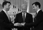 Biden oficializa casamento de funcionários gays da Casa Branca (Foto: Reprodução/Twitter)