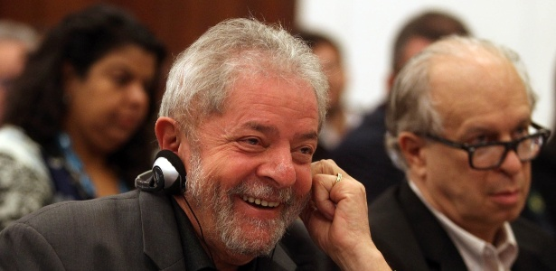 """O ex-presidente Luiz Inácio Lula da Silva participa da conferência """"Novos Desafios da Democracia"""", realizado em parceria com as fundações Friedrich Ebert e Perseu Abramo, no Hotel Grand Mercure, em São Paulo, nesta segunda- feira (22)"""