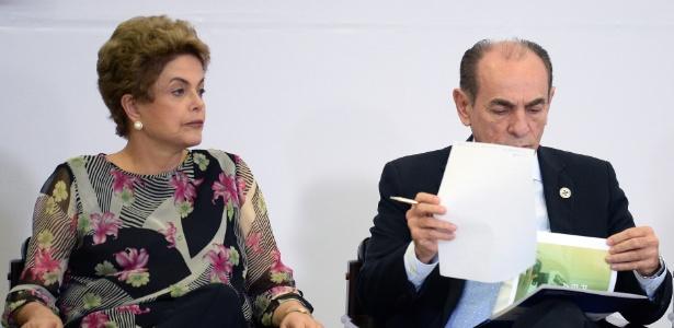 Marcelo Castro ao lado da então presidente, Dilma Rousseff, em abril