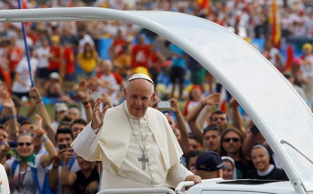 31.jul.2016 - O papa Francisco convocou os jovens de todo o mundo a converterem o Evangelho no