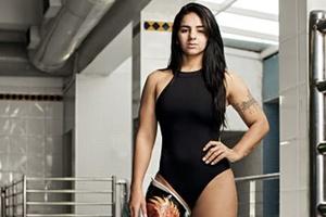 À Playboy, nadadora paraolímpica relembra carreira e cita vaidade (Foto: Deco Cury/Playboy)