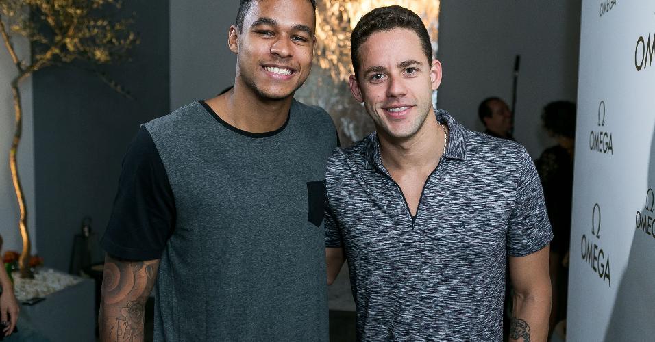 Os nadadores Matheus Santana e Thiago Pereira também deram as caras na festa na Omega House