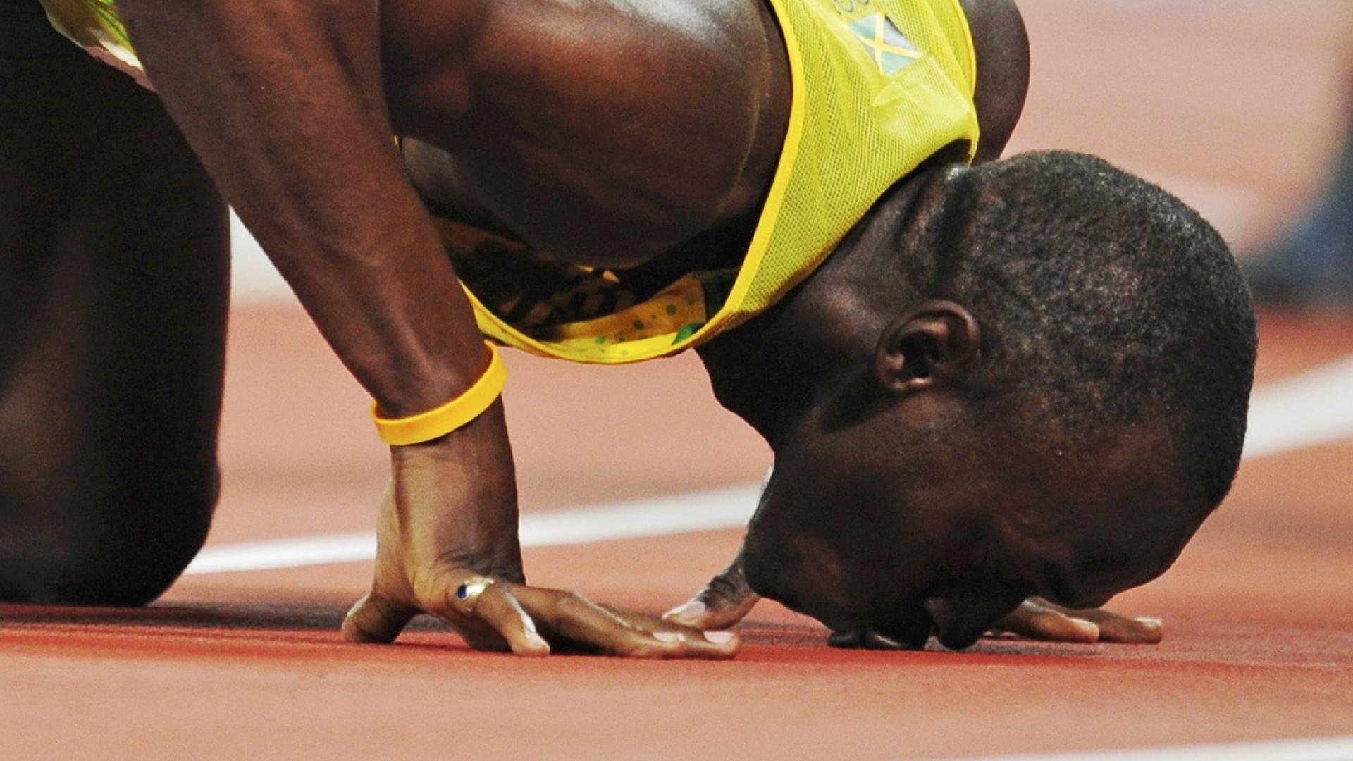 A prova favorita de Bolt sempre foi os 200 m rasos. Na China, em Pequim-2008, beijou o chão depois de assegurar o título