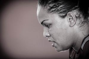 Treino de atleta: como Aline Silva supera dor nas costas