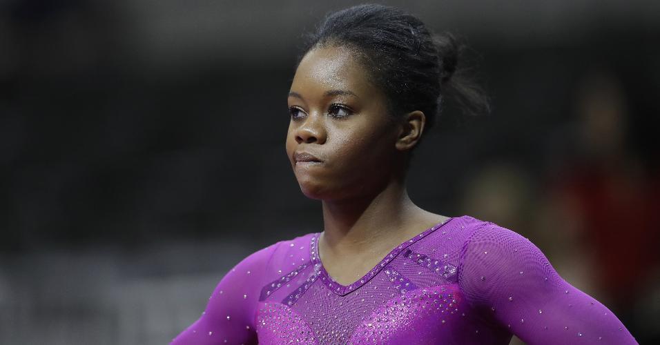 Gabby Douglas reage durante seletiva americana de ginástica para os Jogos de 2016