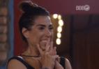 Juliana chora ao receber homenagem da família - Reprodução/TV Globo