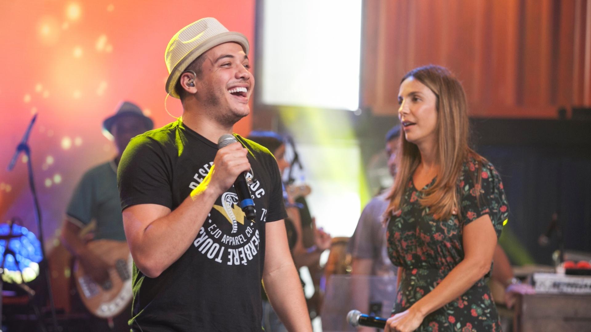 5.abr.2016 - Ivete Sangalo e Wesley Safadão passam o som minutos antes da final do
