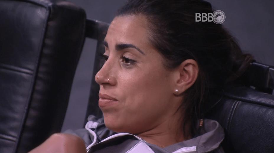 19.fev.2016 - Adélia comenta sobre Luciana Gimenez e Juliana frisa: