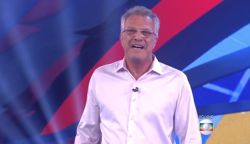 5.fev.2016 - Pedro Bial anuncia que próximo paredão será falso e ninguém será eliminado