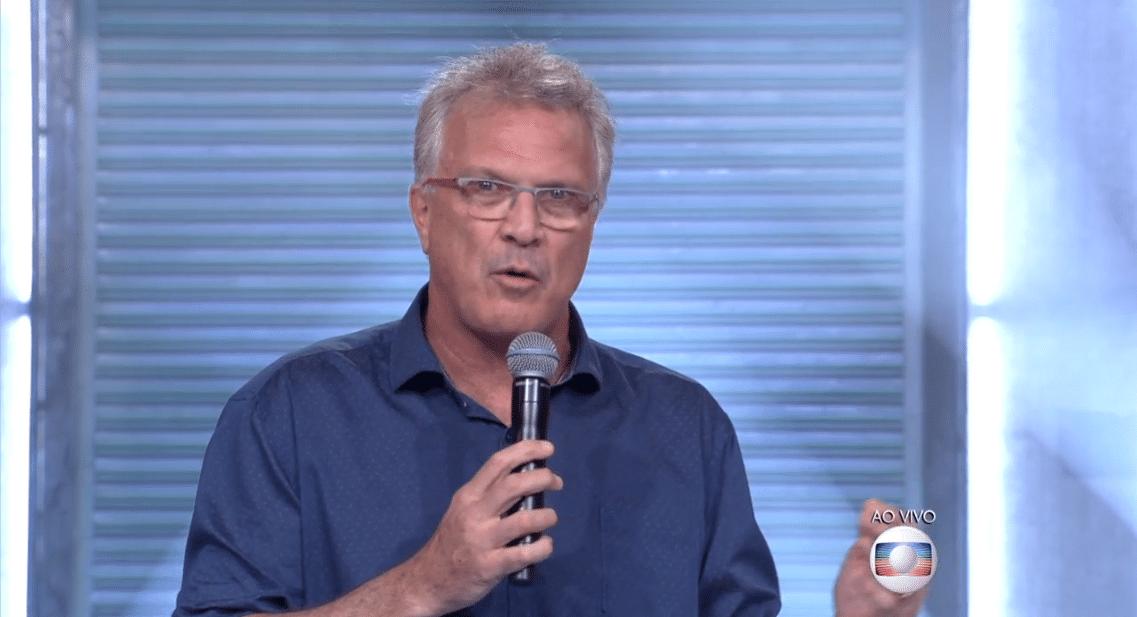 23.fev.16 - Pedro Bial se confunde ao mencionar o novo sistema de votos.