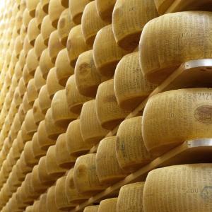 Ao todo, ladrões furtaram 2.903 peças de queijo parmesão em dois anos