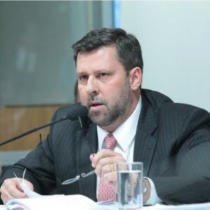O deputado federal Carlos Sampaio (PSDB-SP) afirmou que a presidente tem apenas 150 deputados fiéis a ela