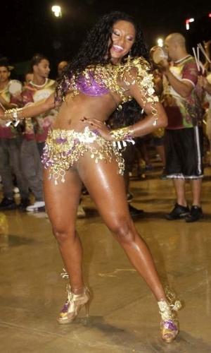 14.dez.2012 - Camila Silva, rainha da bateria da escola de samba Vai Vai, participou do ensaio técnico da escola no sambódromo de São Paulo