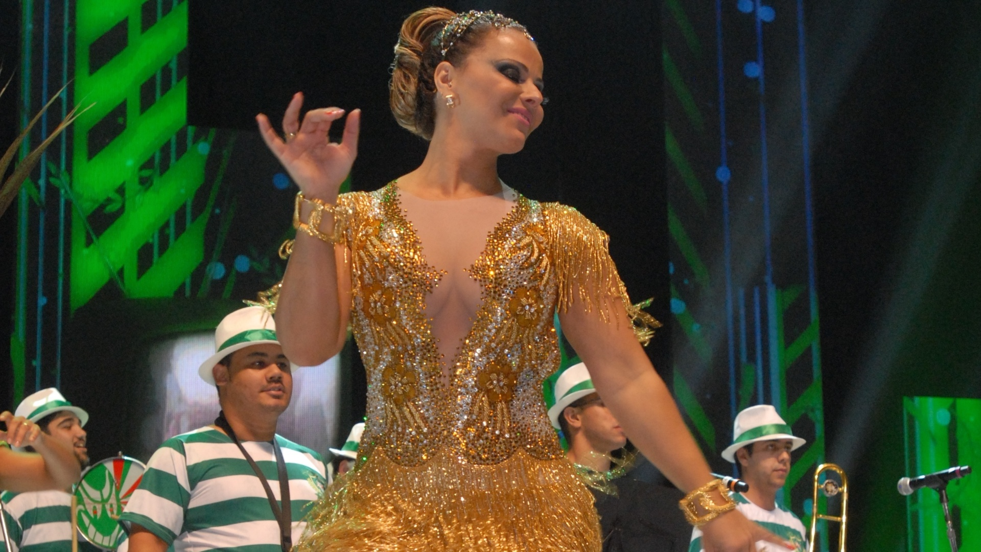 Rainha da Mancha Verde, Viviane Araújo também estará na avenida da Marquês de Sapucaí, à frente da bateria do Salgueiro (14/11/12)