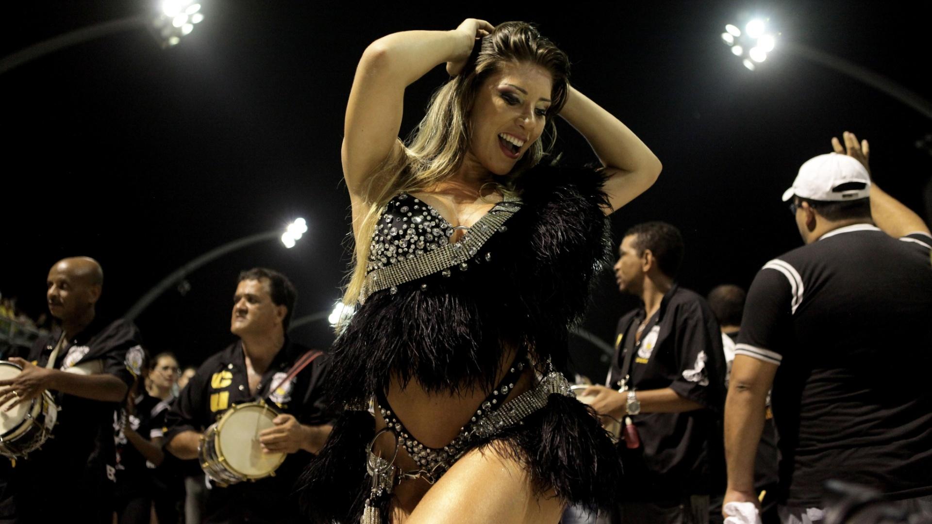 5.jan.2013 - A Gaviões da Fiel deu prosseguimento ao ensaio, com o enredo