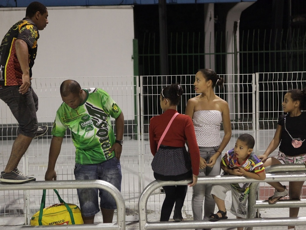 5.jan.2013 - O público que foi ao Sambódromo do Anhembi, em São Paulo, pôde conferir um pouco do que a X-9 Paulistana e a Gaviões da Fiel apresentarão na avenida neste Carnaval, com o primeiro ensaio técnico deste ano