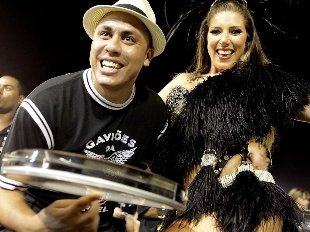 5.jan.2013 - Quem esteve no Sambódromo do Anhembi, em São Paulo, neste sábado, pôde conferir um pouco do que a X-9 Paulistana e a Gaviões da Fiel apresentarão na avenida neste Carnaval, com o primeiro ensaio técnico deste ano.