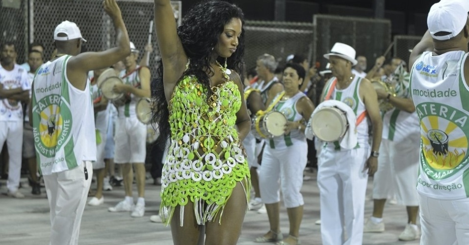 6.Jan.2013 - Camila Silva, rainha da bateria da Mocidade Independente de Padre Miguel, participa do ensaio tcnico da escola no sambdromo do Rio