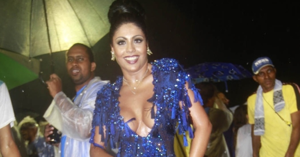 12.jan.2013 Este ano, Déborah Caetano, rainha da Nenê, terá ao seu lado à frente da bateria, Adriana Bombom, que foi coroada Diva da agremiação