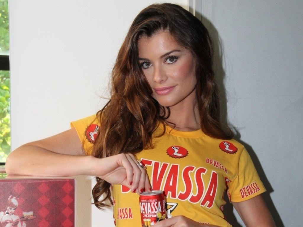 14.jan.2013 A atriz Alinne Moraes foi apresentada como musa do camarote Devassa nesta segunda-feira durante coletiva no Rio de Janeiro