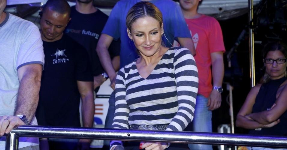 20.jan.2013 - Claudia Leitte faz prévia do bloco Largadinho no Pré-Caju, uma das festas que abrem o Carnaval do nordeste, realizada desde 1992 em Aracaju