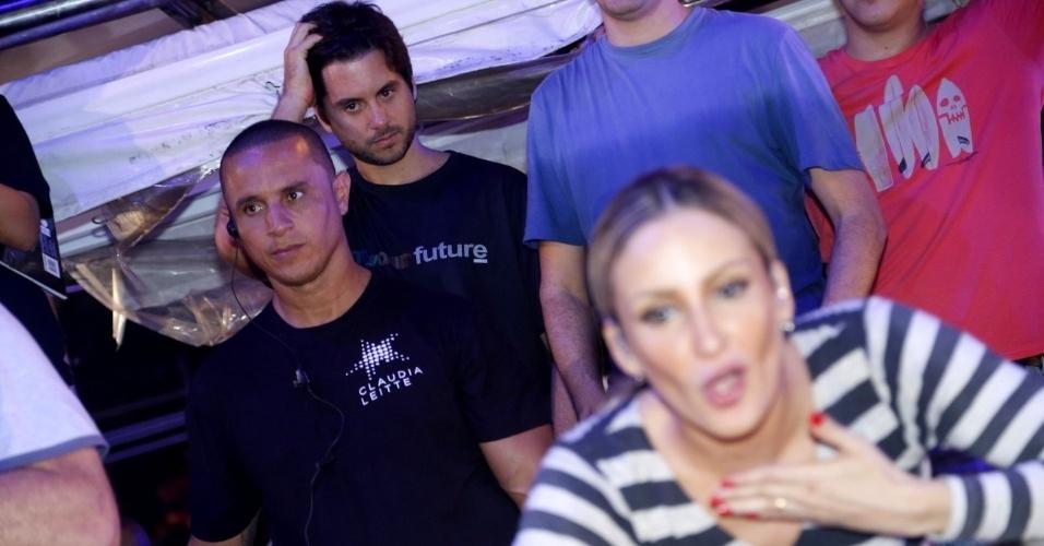 20.jan.2013 - Marcio Pedreira, marido de Claudia Leitte, assiste ao show da cantora no Pré-Caju, em Aracaju