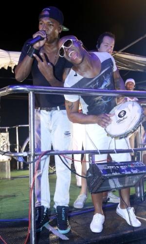 20.jan.2013 - Turma do Pagode se apresenta no Pré-Caju, umas das festas que abrem o Carnaval do nordeste e acontece todos os anos desde 1992